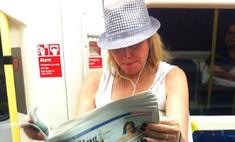 Ким Кэтролл прокатилась в лондонском метро