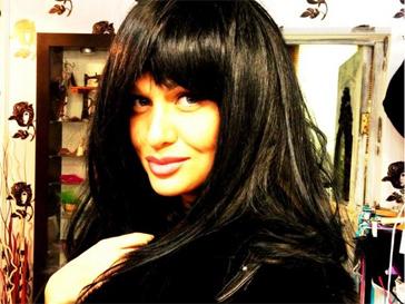 Виктория Лопырева стала брюнеткой.