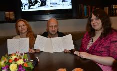 Хабенский и Куценко поздравили с выпускным больных детей