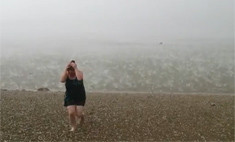 Ураган в Новосибирске: град на пляже (видео)