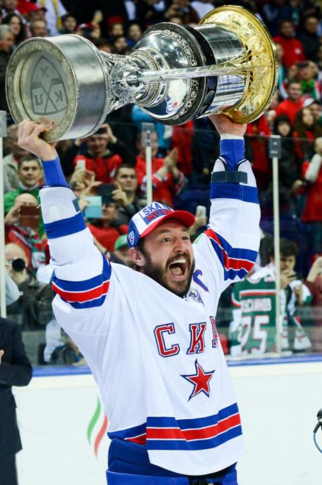 Илья Ковальчук продал свой свитер за 220 тысяч