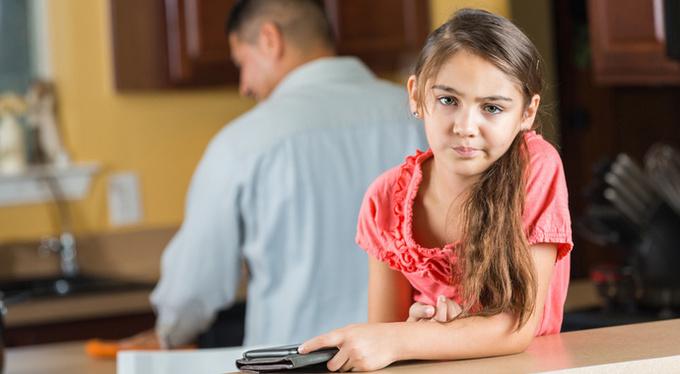 Как помочь ребенку наладить отношения с отчимом?