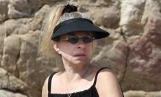 Барбра Стрейзанд появилась на пляже без макияжа