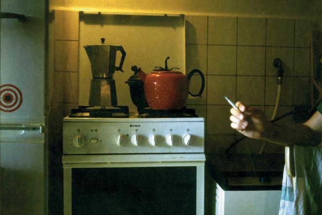Он: «Хватит уже дымить – на кухню просто войти невозможно!»