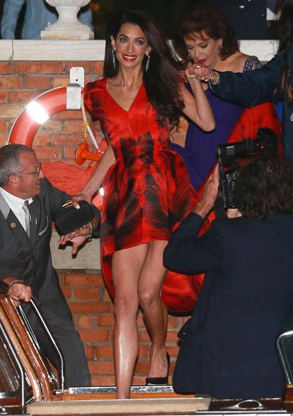 Амаль Аламуддин в платье Alexander McQueen