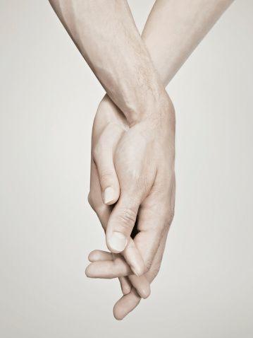 Сводит руки во время секса