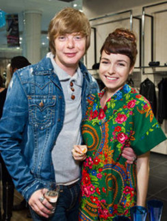 Музыкант Андрей Григорьев-Апполонов и телеведущая Ирена Понарошку.