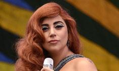 Леди Гага упала со сцены в Монако