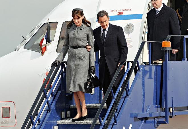 Карла Бруни и Николя Саркози прибывают в Соединенное Королевство.