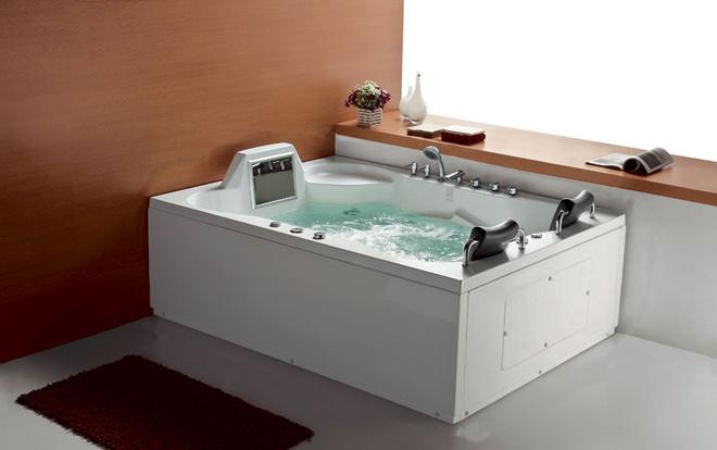 Двухместная гидромассажная ванна Luxor со встроенным телевизором, Divapor, www.divapor.com.