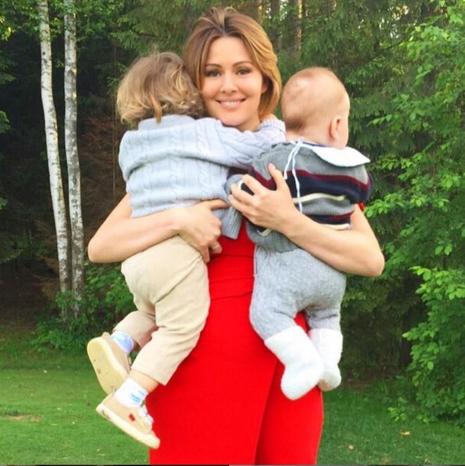 Мария Кожевникова с детьми, фото