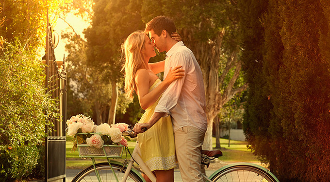 Видео длительного поцелуя с дальнейшим сексом ебут она