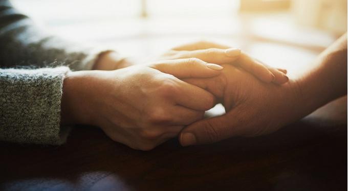 Как поддержать тяжело заболевшего человека