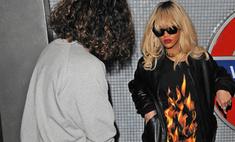 Рианна проехалась в лондонском метро в откровенном наряде
