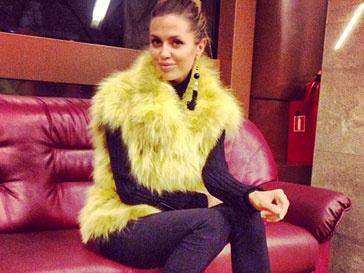 Виктория Боня пополнила гардероб яркой шубой