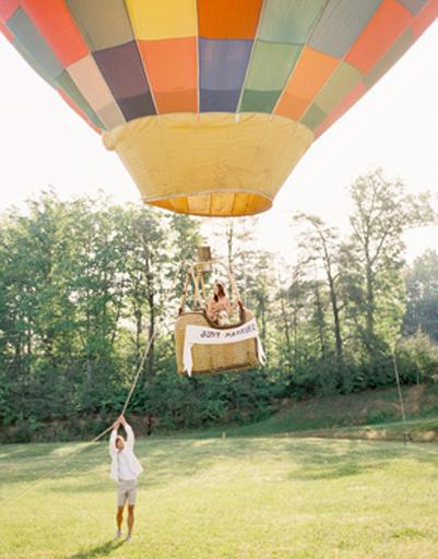 Воздушный шар - для самых романтичных молодоженов.