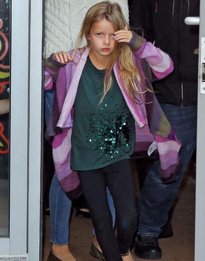 Дочь Гвинет Пэлтроу (Gwyneth Paltrow) и Криса Мартина (Chris Martin) - Эппл (Apple Martin)