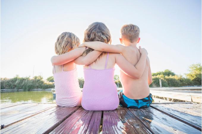 Дети на реке