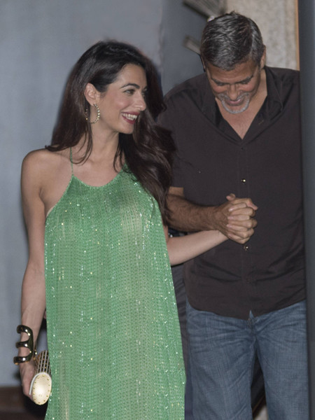 Как будто и не рожала: Амаль Клуни показала точеную фигуру