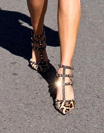 Открытая обувь поможет легче перенсти жару в городе