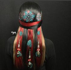 Летний тренд: разноцветные картины на волосах