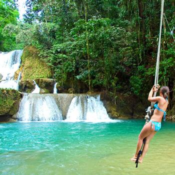 Водопады - одна из основных достопримечательностей острова Ямайки.
