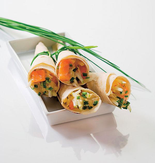 Рыбный салат в кулечках