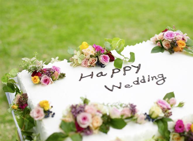 Как оформить свадебные надписи на торте