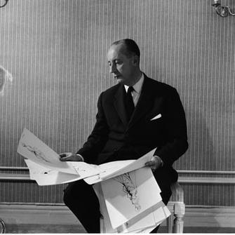 Кристиан Диор ( Christian Dior) за работой