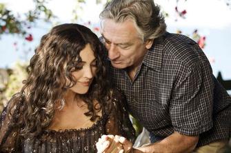 Адриан (Де Ниро) и Виола (Беллуччи) следуют желаниям своего сердца.