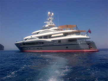 В отпуске на Капри Яна Рудковская и Евгений Плющенко остановиолись на яхте друзей.