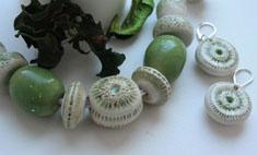 В деле: украшения из керамики ручной работы