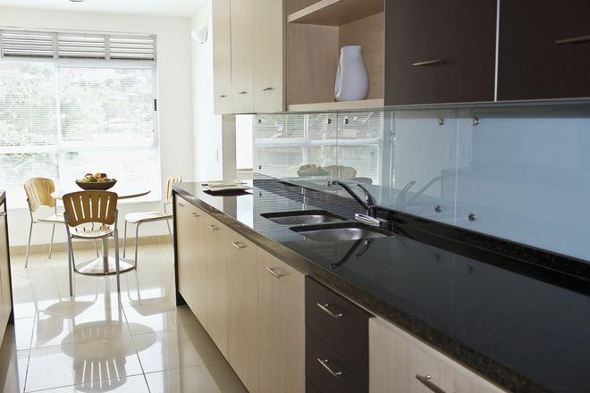 Сколько стоит столешница из пластика кухонного гарнитура в екатеринбурге Кухонные столешницы искуственный камень Губино