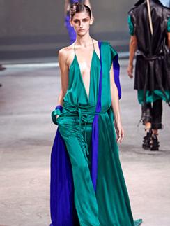 Дизайнеры бренда Haider Ackermann предлагают носить бирюзовый даже на светские рауты