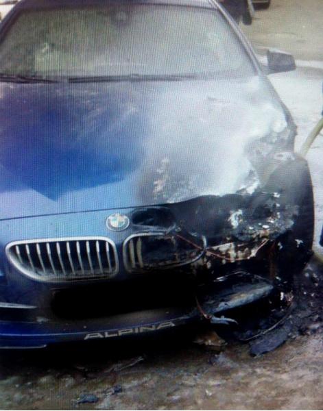В Петербурге сгорела машина жены Шнура: фото, видео, подробности