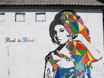 Екатеринбургские фанаты почтили память Эми Уайнхаус (Amy Winehouse) уличным творчеством