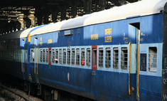 В Индии пассажирский поезд столкнулся с товарным