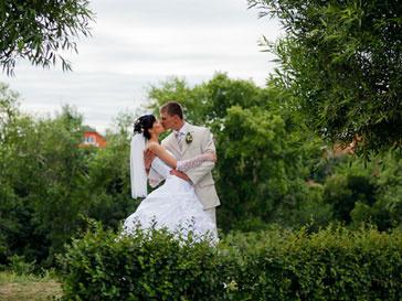 В Австрии жених и невеста женились голышом