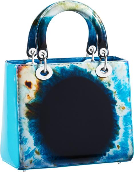 Dior выпустил лимитированную коллекцию аксессуаров с Марком Куинном | галерея [1] фото [10]