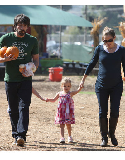 Бен Аффлек (Ben Affleck) и Дженнифер Гарнер (Jennifer Garner) с дочками