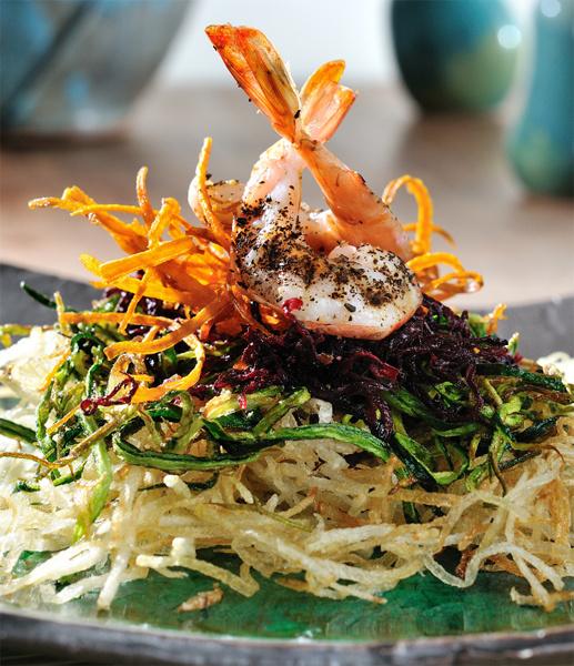Салат с креветками, свеклой и цукини