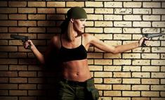 Фотосессия в стиле милитари – девушки с агрессивной сексуальностью