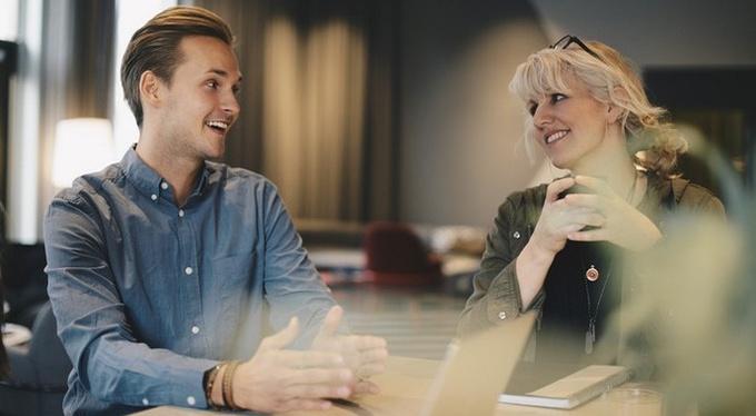 Почему мужчины встречаются с женщинами постарше?