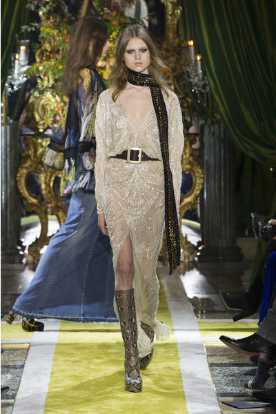 Самые красивые образы Недели моды в Милане | галерея [1] фото [33]