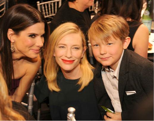 Кейт Бланшетт с сыном Игнатием Мартином и с Сандрой Буллок, 2014 год