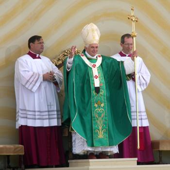 Папа Римский Бенедикт XVI номинирован на престижную музыкальную премию Classical Brit Awards 2010