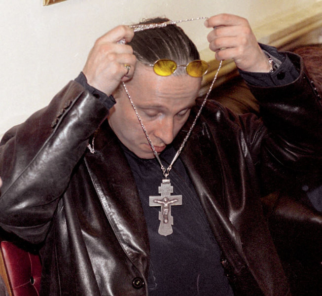 Писатель — актер — священник — писатель — актер — священник... Жизнь Ивана Охлобыстина — это бесконечный круговорот