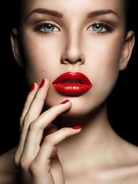 Красная помада: как накрасить губы