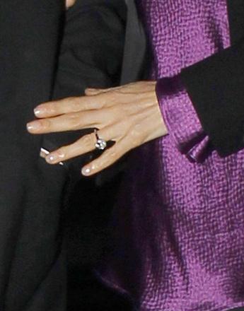Помолвочное кольцо Нэнси Шевелл.
