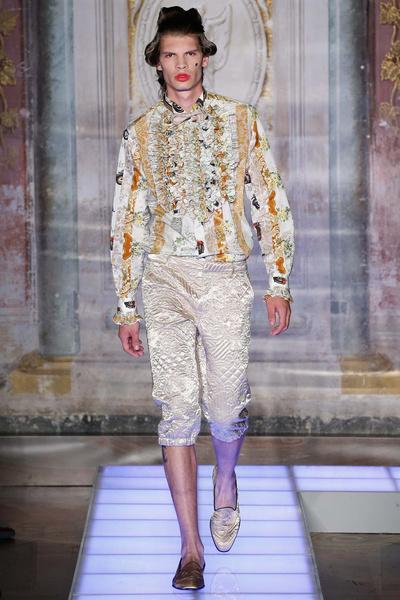 Во Флоренции прошел показ мужской коллекции Moschino | галерея [2] фото [12]